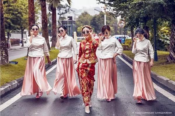 参加中式婚礼,伴娘这么穿才叫正确方式!图片